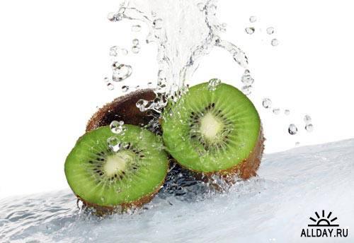 Фрукты и брызги воды   Fruit and splashes of water