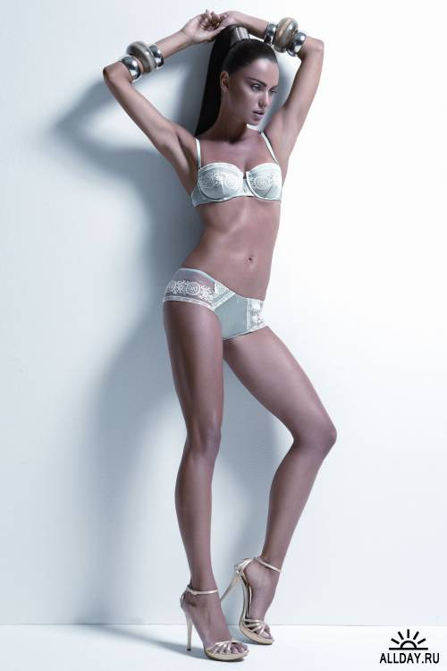 Большая подборка моделей и знаменитостей (Catrinel Menghia)