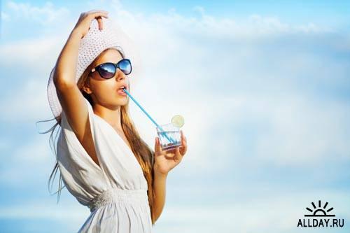 Девушки со стаканом воды #1 - Растровый клипарт