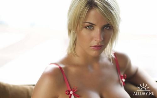 блондинка с первым размером груди фото