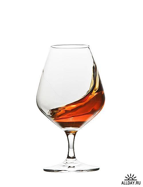 Коньяк - Сognac & brandy glass over white background