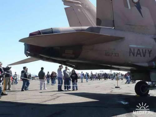 Американский палубный истребитель McDonnell-Douglas F-A-18B Hornet