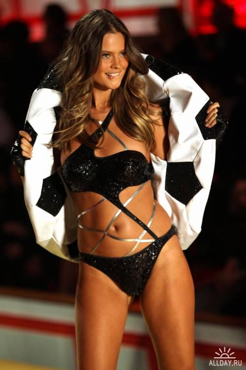Victoria's Secret Fashion Show (2010г)