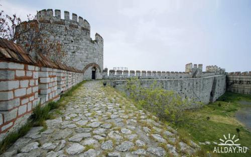 Коллекция обоев с летними замками 1680х1050