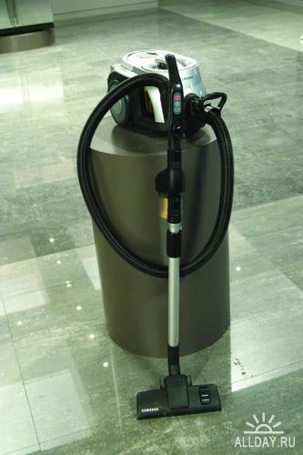 Фотоклипарт - Электробытовые приборы в интерьере - пылесосы
